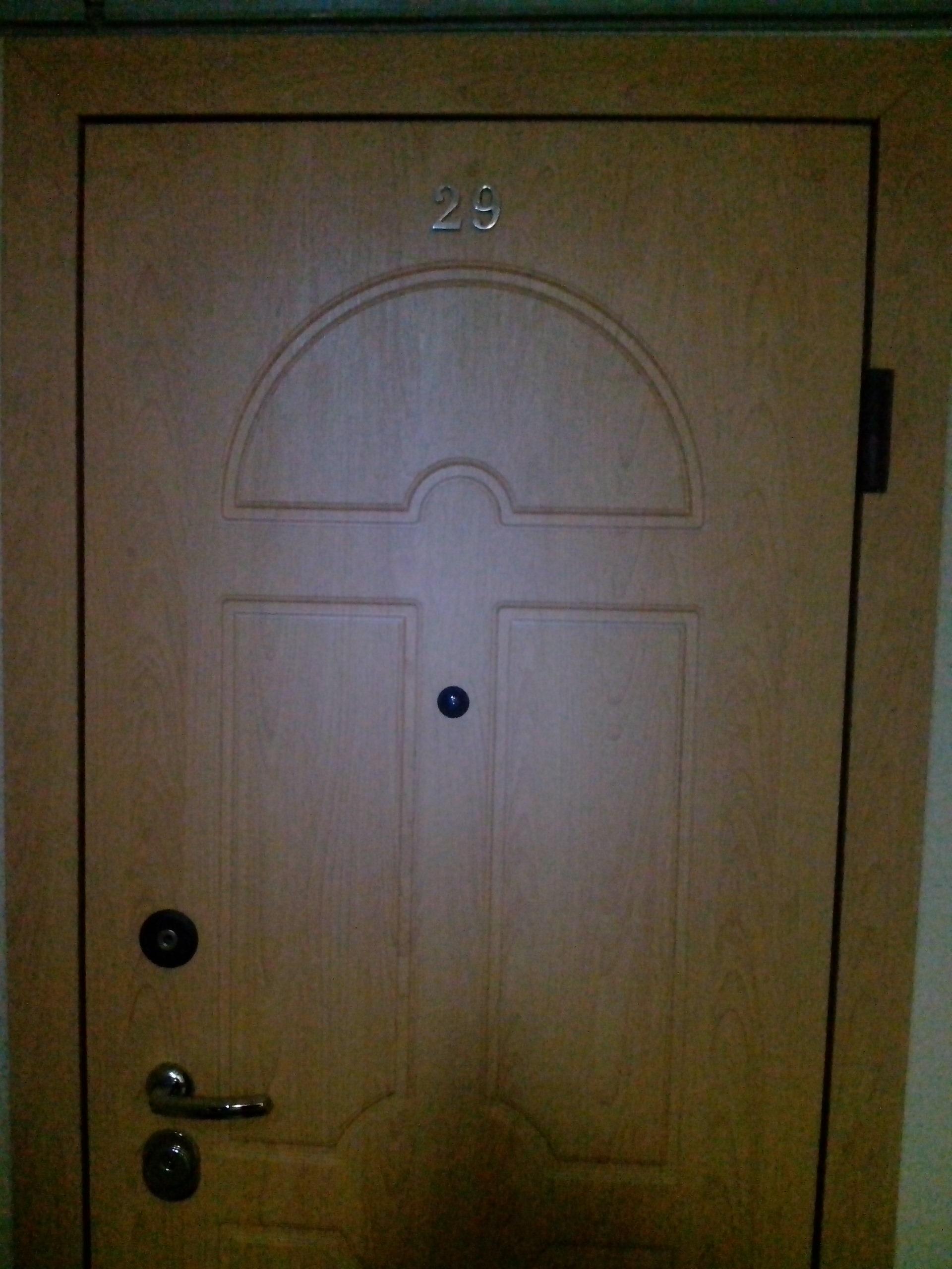 Декоративная МДФ накладка на входную металлическую дверь